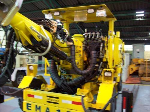 Maquinaria de perforacion jumbos, para mineria subterranea, scoop cargadores de bajo eprfil.