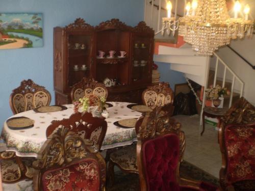Fotos de comedor luis xv espectacular bogot distrito for Comedor luis quince