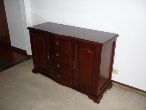Muebles cedro tallado venta colombia for Muebles tallados en madera