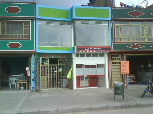 Fotos de se arrienda local odontologia patio bonito for Patio bonito