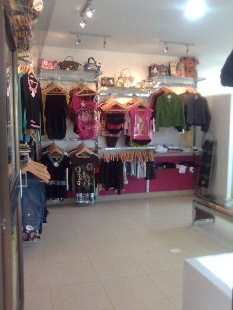 Fotos de venta de exhibidores para tienda de ropa bogot for Almacenes de muebles en bogota