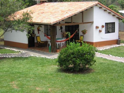 Pin finca campestre los guaduales en rozo valle palmira for Fachadas de casas campestres