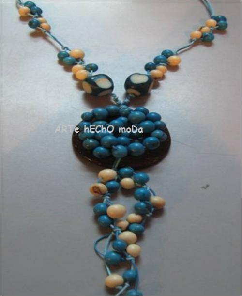 Collares artesanales en semillas naturales tagua