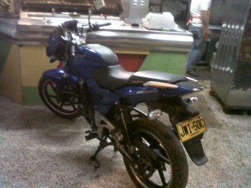 Fotos de Vendo moto pulsar 180 modelo 2011 seguro hasta 2013 , con alarma 2