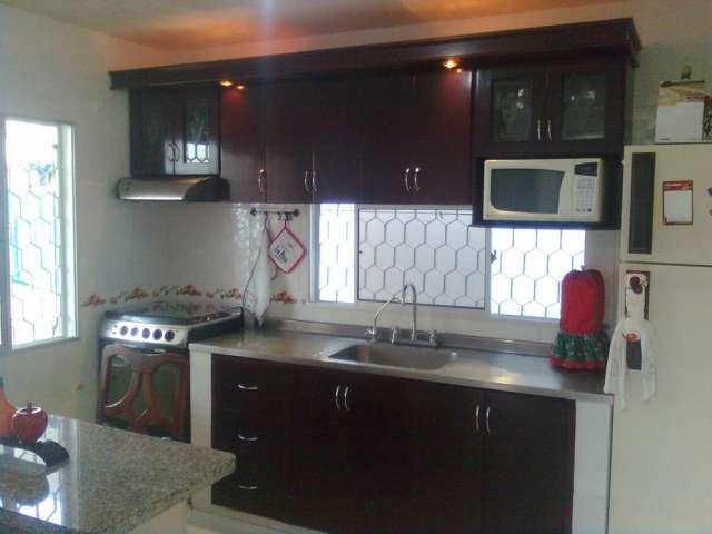 Pin mesones marmol rejas hierro portones para garaje for Mesones para cocina
