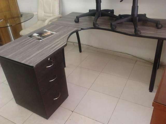 MUEBLES DE OFICINA Y HOGAR MADERA FORMICA Y VIDRIO  Bogotá  Muebles