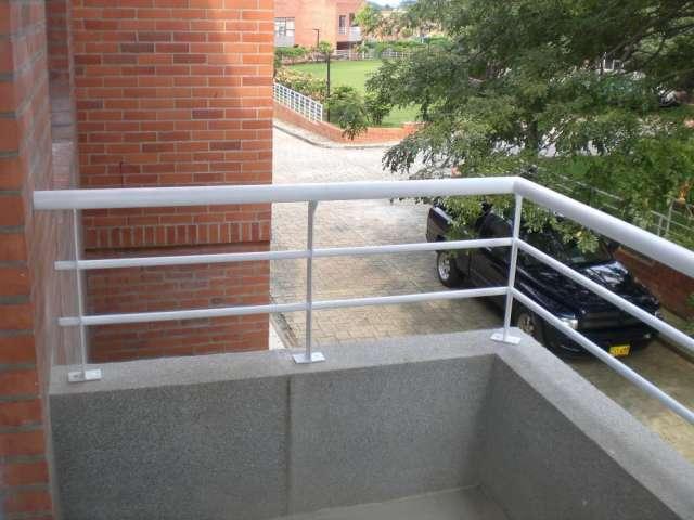 Puertas de baos puertas de duchas ventanas panoramicas - Rejas de hierro forjado ...