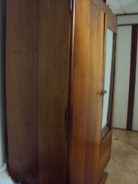 Se vende armario antiguo en bogotá, colombia   muebles