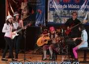 SE DICTAN CLASES DE MÚSICA: APRENDE TOCAR GUITARRA
