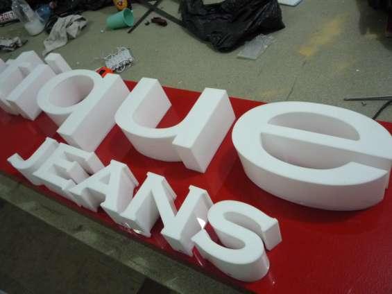 Letras figuras y logotipos en acrilico, con iluminación led.