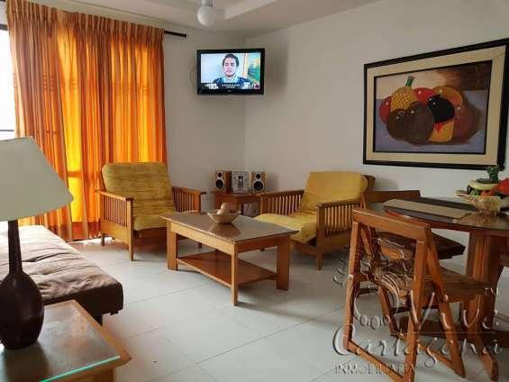 Sala de estar con tv y comedor