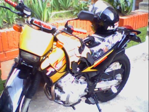 Moto xt 225 4 tiempos personalisada