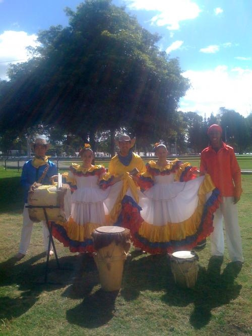 Hora loca grupo musical carnaval de barranquilla en bogota