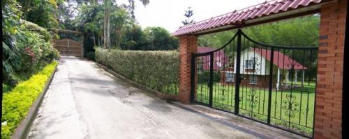 Vendo casa campestre conjunto cerrado la vega - cundinamarca