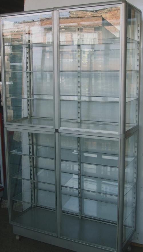 Vendo vitrinas y estantes