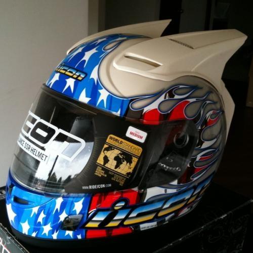 Venta de todo lo relacionado para motos, chaquetas, cascos, armaduras, protecciones entre otros, todo importado y original