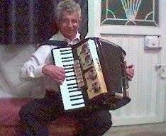 Organista internacional ,pianista y acordeonista