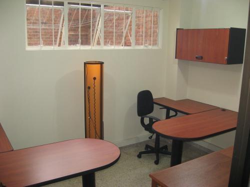 Divisiones para oficina, estaciones de trabajo ,recepciones ,bibliotecas fabrico