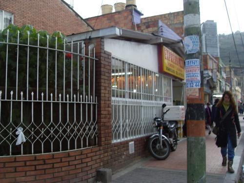 Fotos de Vendo local acreditado barrio barrancas 2