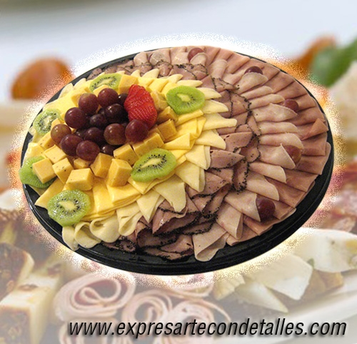 Desayunos de regalo y tablas de quesos y jamones a domicilio.
