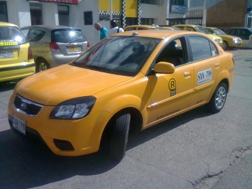 Vendo taxis kia sephia varios modelos listos para trabajar en bogotá.