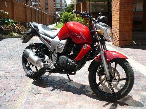 Moto yamaha fz16 semi nueva 1800 km. año 2010. bogotá