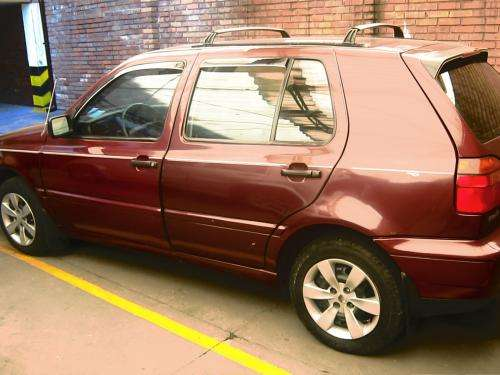 Automovil volkswagen golf gl 1996, hatch-back, full equipo, vidrios electricos, bloqueo central, color vinotinto.