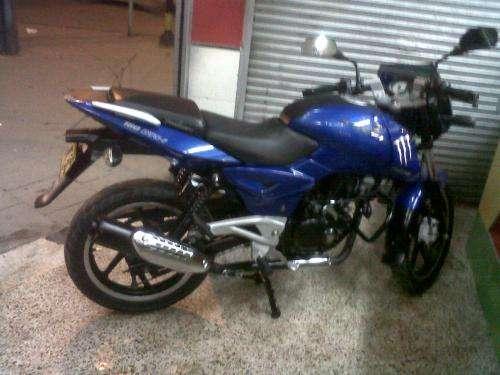 Vendo moto pulsar 180 modelo 2011 seguro hasta 2013 , con alarma