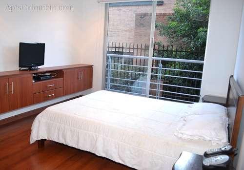 Luisa - apartamento nuevo con balcón ubicado cerca unicentro y la reina sofia