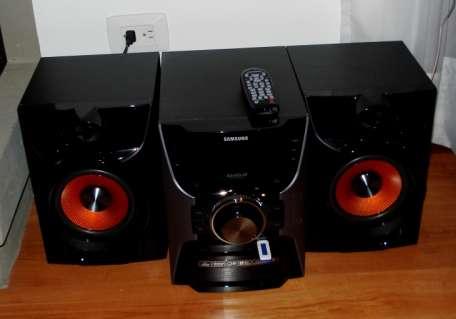 Equipo de sonido samsung 200 watt power bass como nuevo con todos los papeles