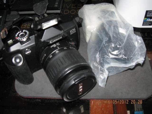 Camara fotografica 35 mil canon con lente 50-80 nuevo