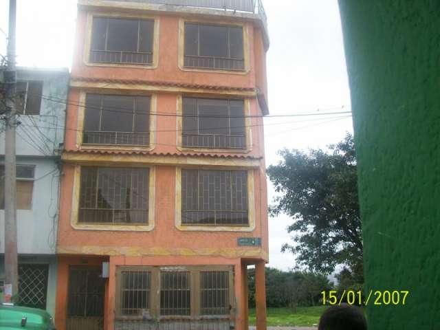 Venpermuto casa de 4 pisos por taxi