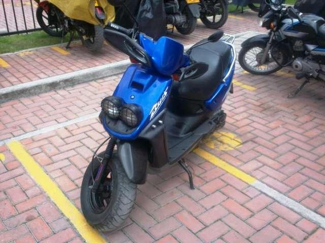 Vendo moto hermosa yamaha modelo 2003 en buen estado aprobeche