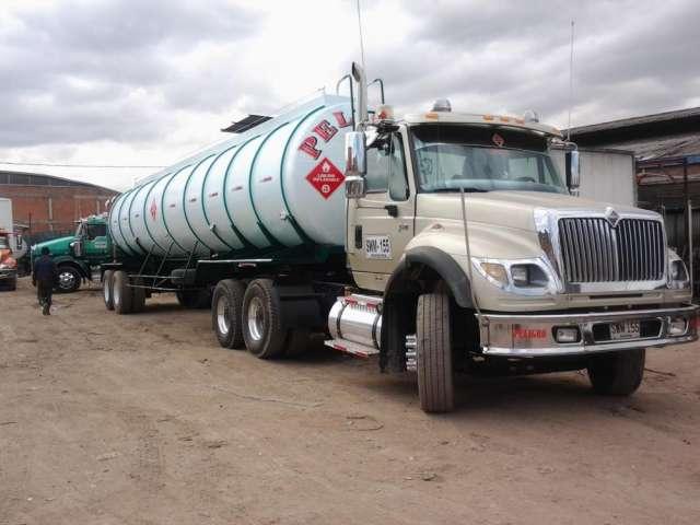 Vendo 2 tanques cisterna para tractomula de 10.500 y 10.800 galones modelo 2012, de dos ejes, con 4 meses de uso, con su respectiva hidrostatica, aforo de tres compartimentos y matricula al dia !!!lis
