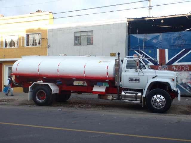 Transporte de agua potable en carrotanque