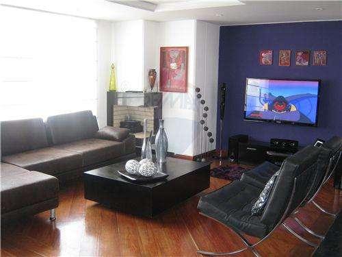Id: 660031031-2 vendo bellísimo apto chicó, bogotá - colombia re/max realty plus id: 660031031-2 se vende hermoso apartamento en el corazón del chico, de 240 m2, a una cuadra de la autopista norte.