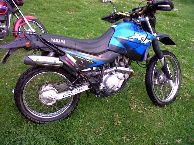 Venta o permuto moto yamaha 225cc en perfecto estado contactar