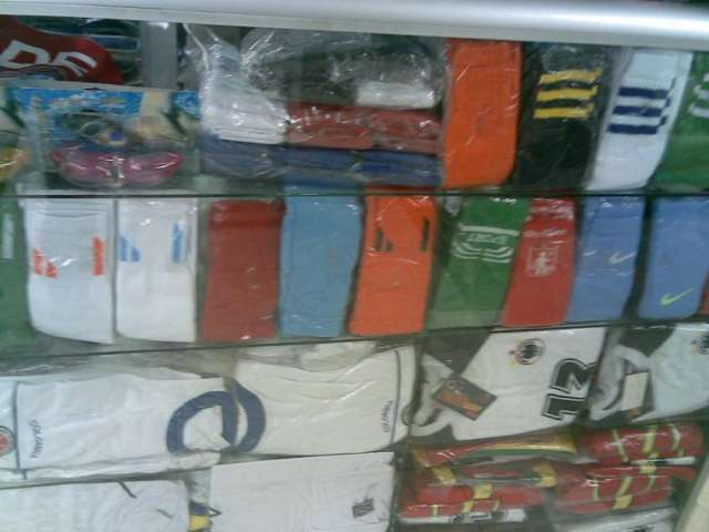 Uniformes deportivos sudaderas maletines medias de futbol. Guardar.  Guardar. Guardar. Guardar 9e3f01a435eeb