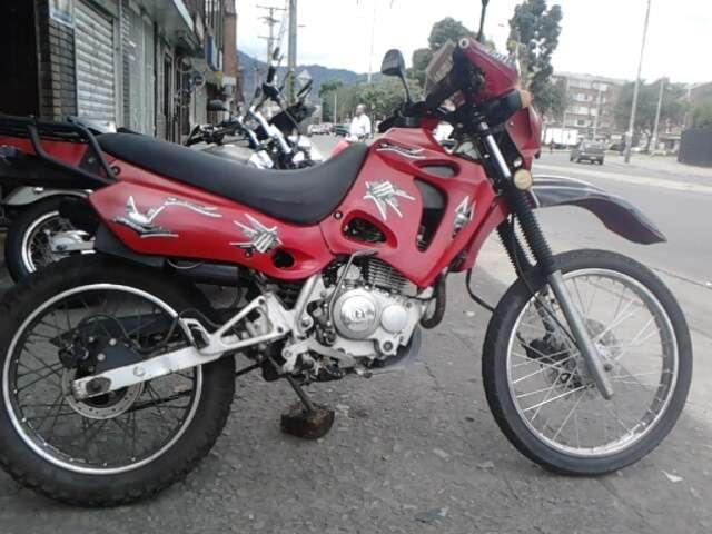 Vendo una moto tx motor 150 cc enduro roja perfecto estado papeles al dia