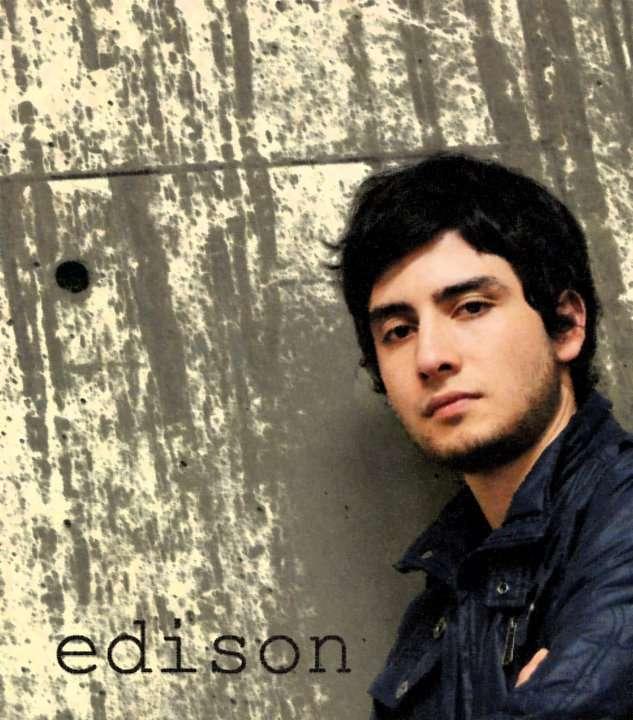Maestro de música con énfasis en ejecución instrumental canto (u distrital)