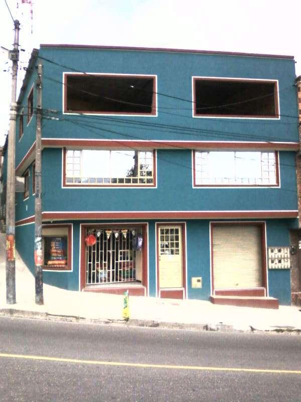 Vendo casa comercial esquinera en san isidro 20 de julio sobre via principal. estrato 2