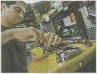 Luthier, reparación de guitarras, mantenimiento de guitarras, calibración de guitarras, instrumentos musicales, octavación, restauración de guitarras, trastes, pintado de guitarras