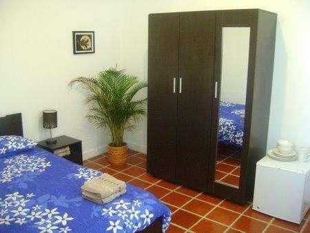 Room for rent in bogota chapinero near transmilenio 24/7 doorman wifi directv washer dryer etc