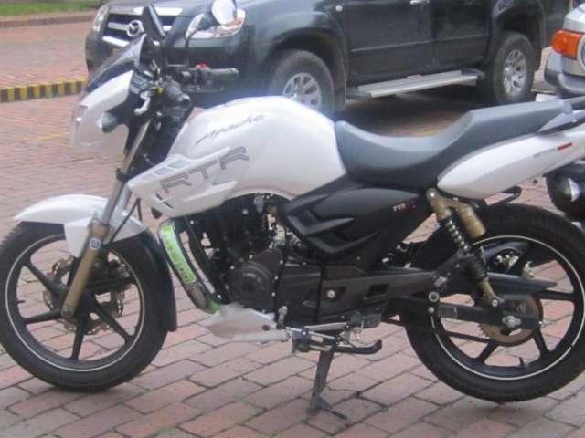 Vendo moto apache 180 tvs blanca 2012 con 2400 kilometros de recorrido