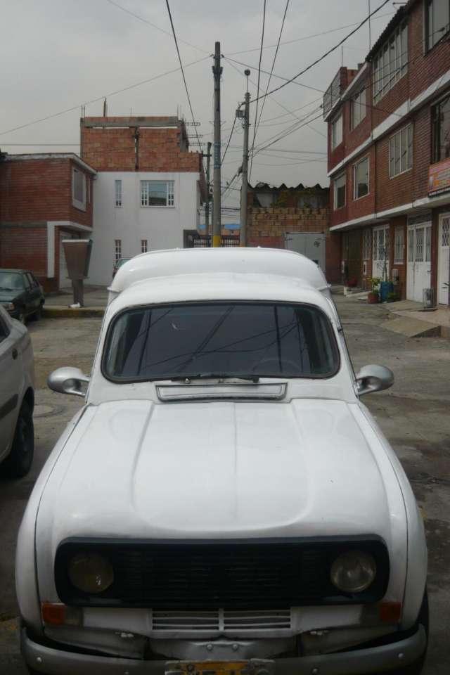 Vendo furgoneta r4 modelo 75 bogota