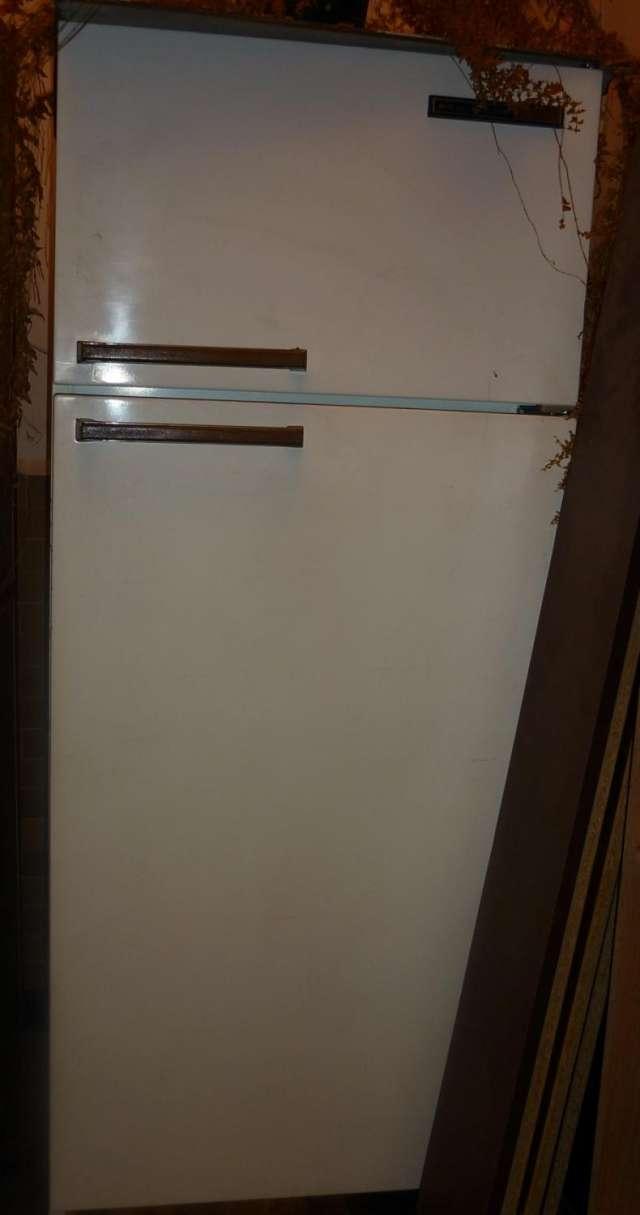 Vendo lavadora centrales 22 libras, estufa electrica haceb con horno, nevera general electric, vitrinas metálicas rojas en bogota
