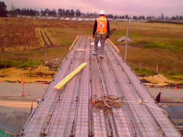 Fabricación de puente peatonal y barandas