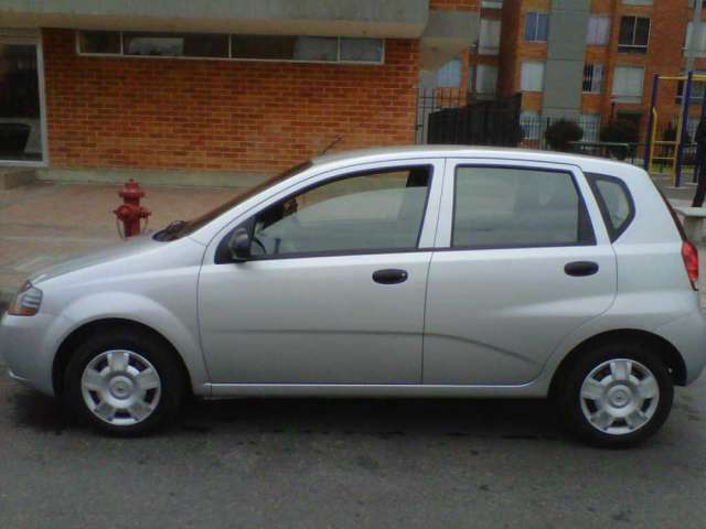 Vendo aveo five 2007 color plateado placas de bogota