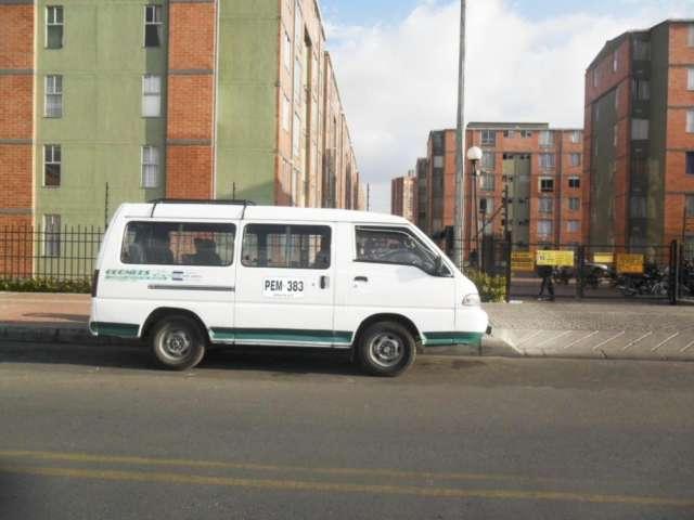Se ofrece camioneta para ruta escolar en bogota cel: 3214608294 tel: 2708938