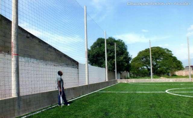 Mallas para encerramiento de canchas sinteticas de futbol